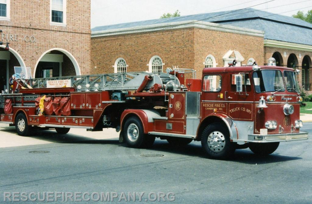 1965 Seagrave KT Tractor Drawn 100' Ladder